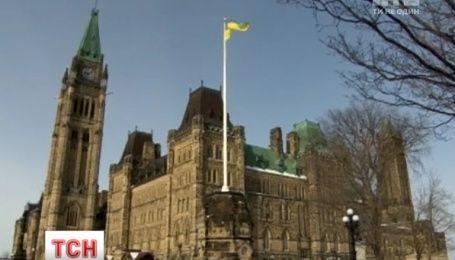 Канада пока не будет отменять визы украинцам