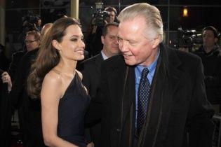 Отец Джоли прокомментировал решение Анджелины бросить Питта