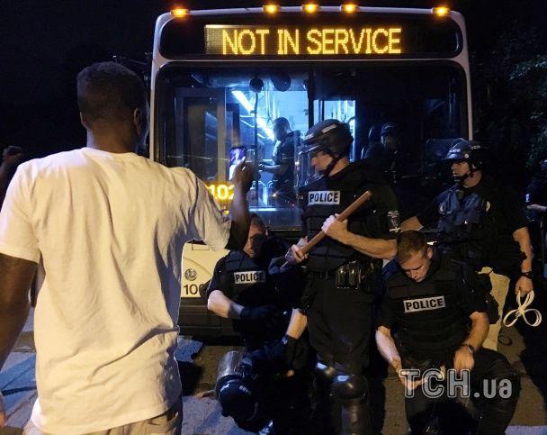 В США во время протестов ранили более десяти полицейских