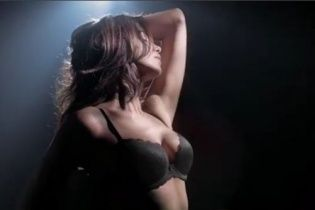 Сексуальна Ірина Шейк у спідньому еротично станцювала
