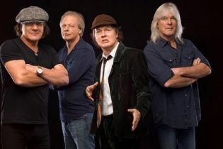 Культовая группа AC/DC осталась без одного из самых ярких участников