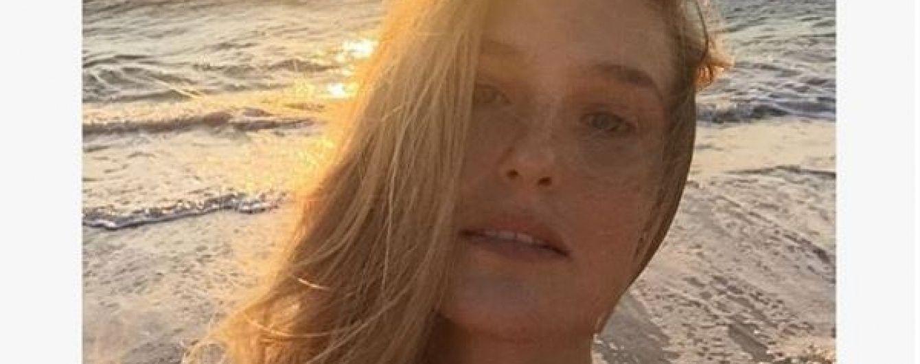 Екс-дівчина Ді Капріо у спідньому похизувалася фігурою після пологів