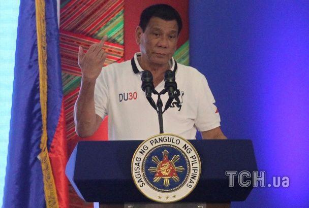 Скандальный президент Филиппин Дутерте показал ЕС средний палец и послал его на три буквы