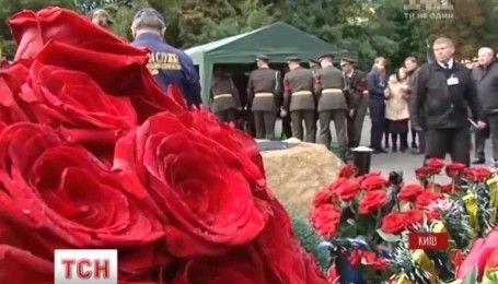 Со всеми воинскими почестями на Байковом кладбище похоронили Андрея Таранова