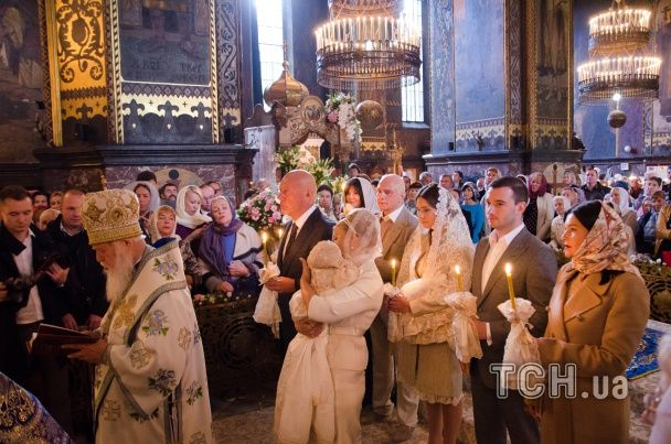 ТСН отримала ексклюзивні кадри з хрестин онучки Тимошенко
