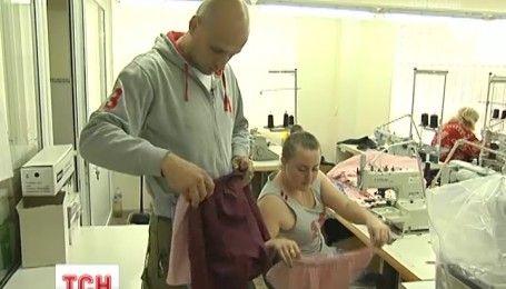 Антистринги ручной работы: в Василькове ветераны АТО решили шить нижнее белье для солдат