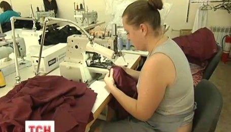 Предприятие по изготовлению белья для бойцов на фронте основали ветераны АТО под Киевом