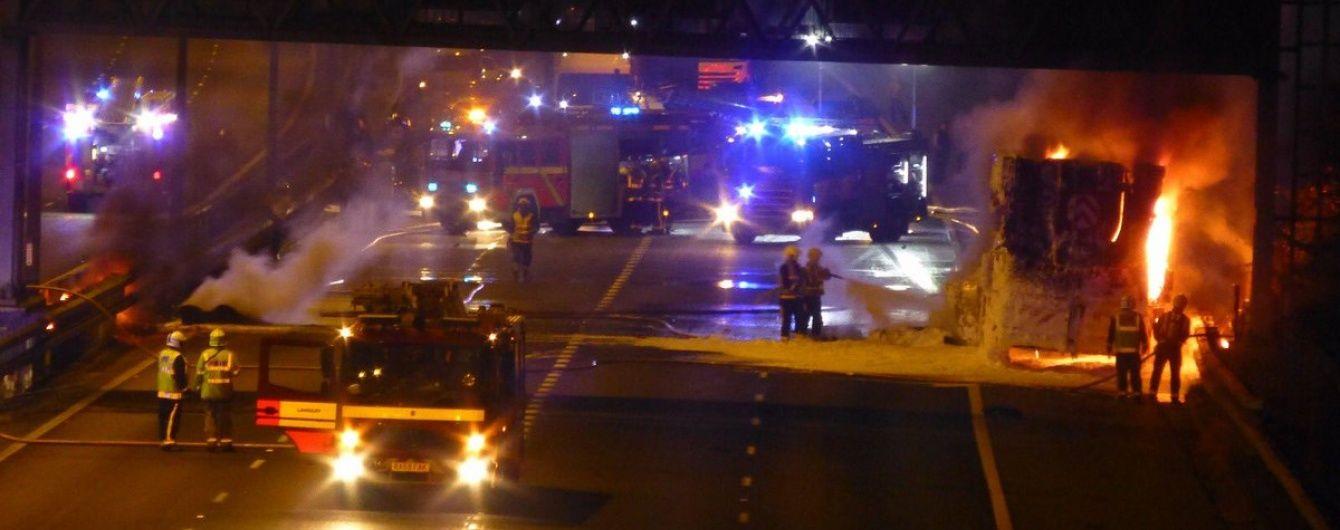 В Великобритании под серию загадочных взрывов на автотрассе загорелся грузовик