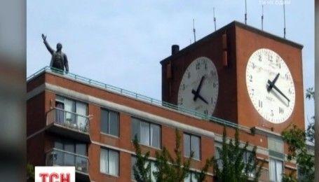 Памятник Ленину демонтировали с крыши многоэтажки в Нью-Йорке