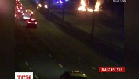 У Британії неподалік Оксфорда загорілась вантажівка