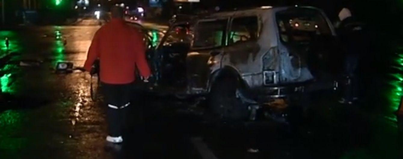 Пьяный мужчина в Киеве украл машину и попал в ДТП: внедорожник сгорел дотла