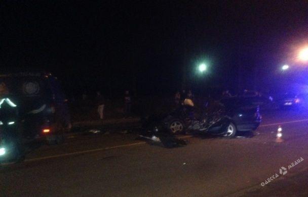 Жуткое ДТП под Одессой: фура разнесла всмятку BMW, водитель погиб
