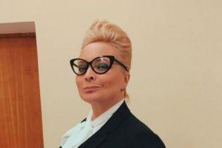 """Похудевшая звезда """"Интернов"""" Пермякова примерила образ игривой бизнес-леди"""