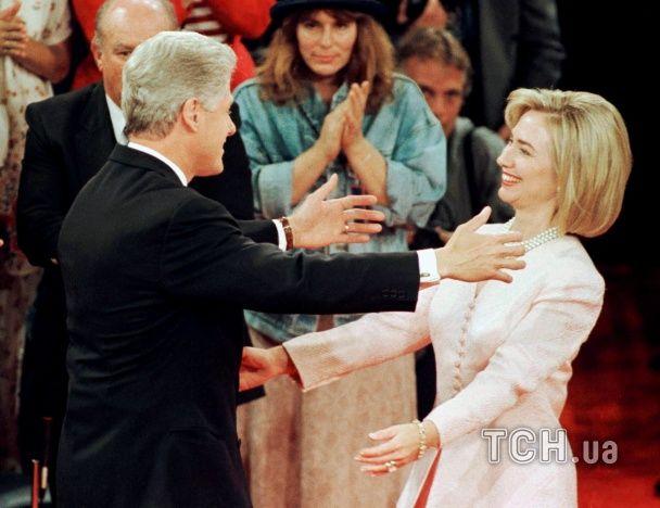 Гримаси і запеклі дебати: Reuters показало найкращі фото президентських кампаній у США за останні 24 роки