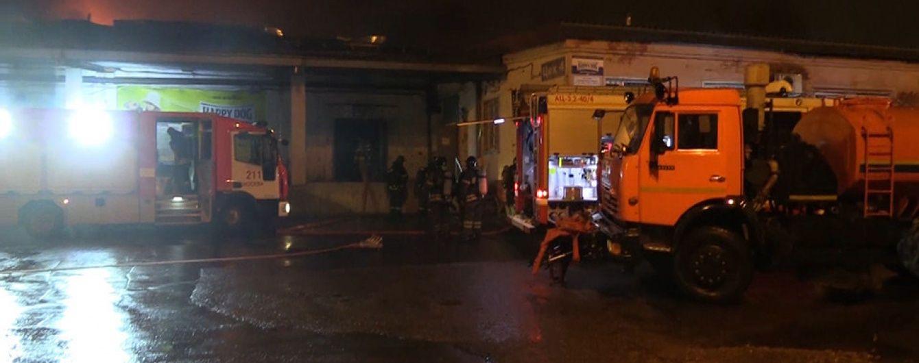 У Мережі з'явилося відео масштабної пожежі на складі в Москві