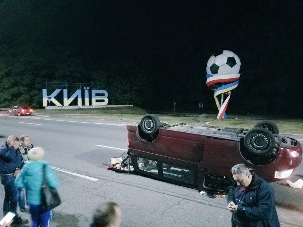 Под Киевом пьяный водитель BMW протаранил микроавтобус с пассажирами