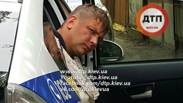 В Киеве нарушитель ПДД напал на патрульного