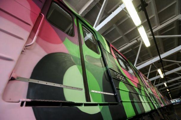 Киевским метрополитеном будет курсировать третий разрисованный арт-поезд