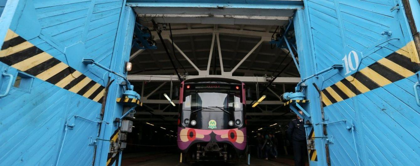 В киевском метро грабители стали вырывать мобильники из рук пассажиров – полиция