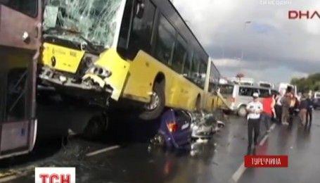 Ссора водителя и пассажира автобуса стала причиной массового столкновения в Стамбуле