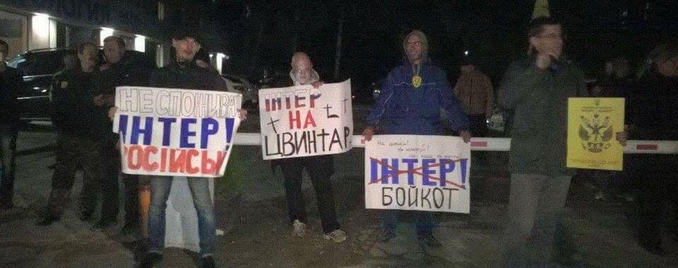 """Активісти погрожують коридором ганьби політикам, які беруть участь в ефірах """"Інтера"""""""