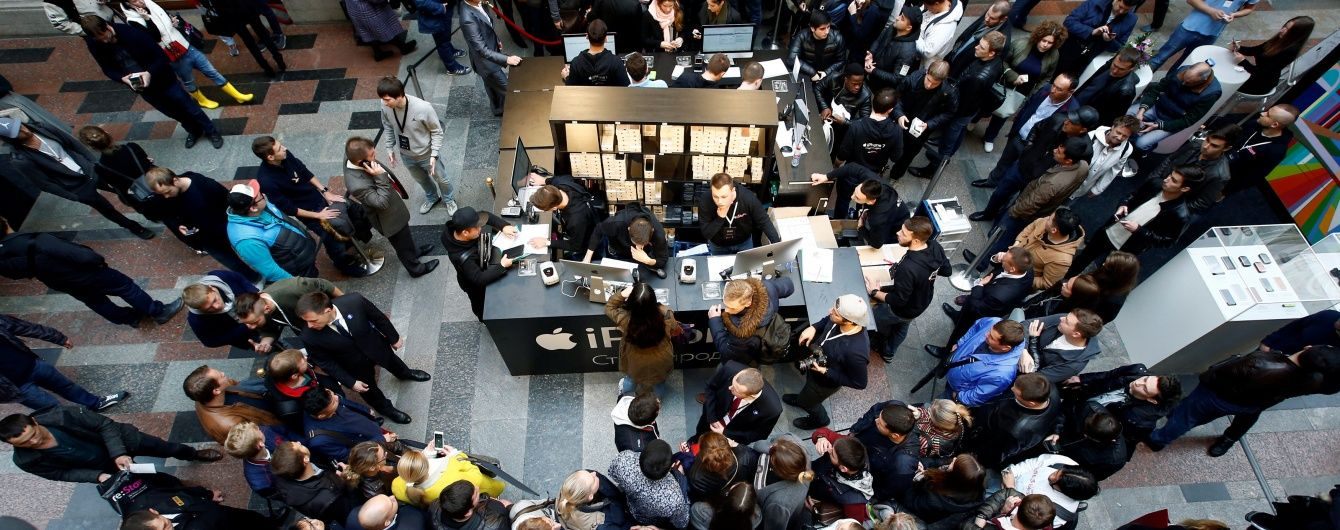 В Москве в очереди за новыми iPhone покупатели устроили давку