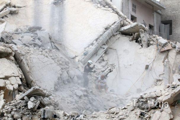 Пил та руїни. Reuters показало фото вщент зруйнованого унаслідок авіаударів Алеппо