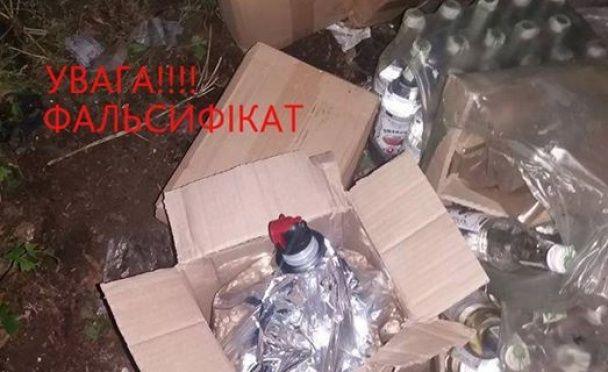 """Харківські фіскали показали, як виглядає горілка-""""вбивця"""""""