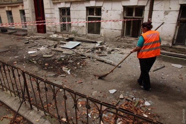 В Одессе рухнул балкон вместе с пенсионеркой