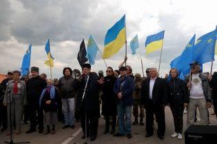 Річниця блокади свого дому. Кримські татари влаштували акцію на адмінкордоні з півостровом