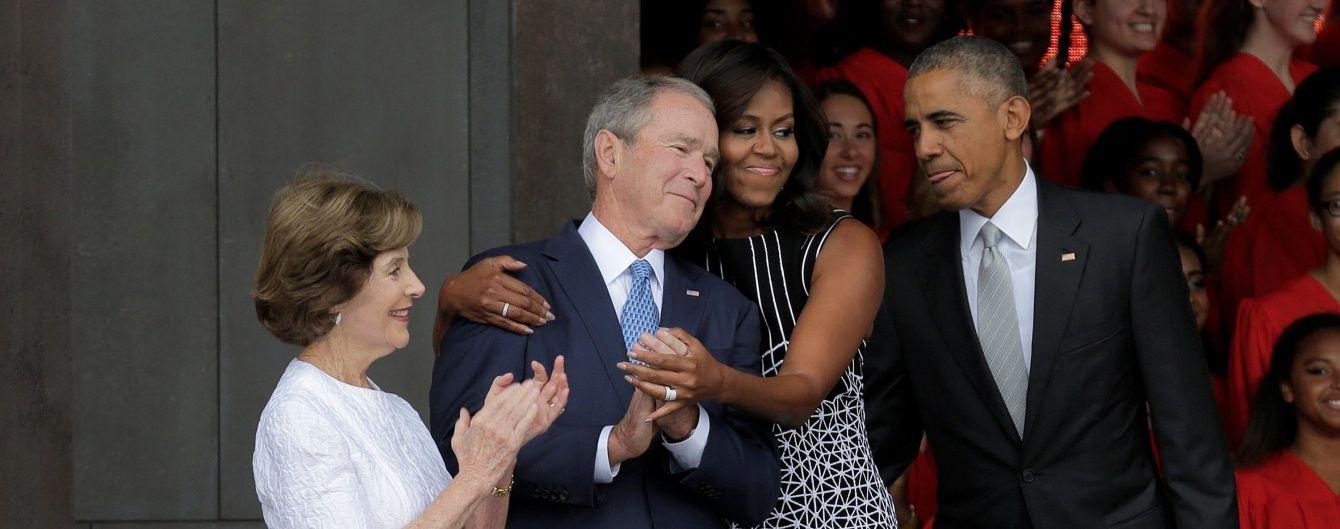 Крутость фото зашкаливает. Американку с экс-президентом Бушем сфотографировал Обама