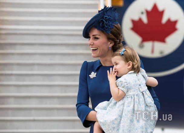 Очаровательная Кейт Мидлтон и принц Уильям вместе с подросшими детьми прибыли в Канаду