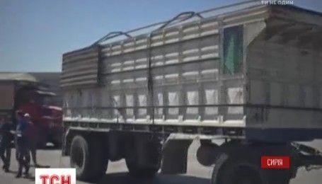 Гуманитарный конвой в Сирии удалось доставить к поселениям, которые полгода живут в осаде