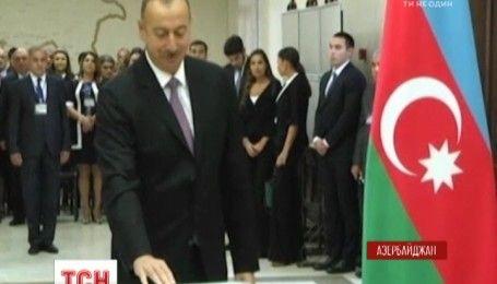 В Азербайджане проходит референдум относительно изменений в Конституцию