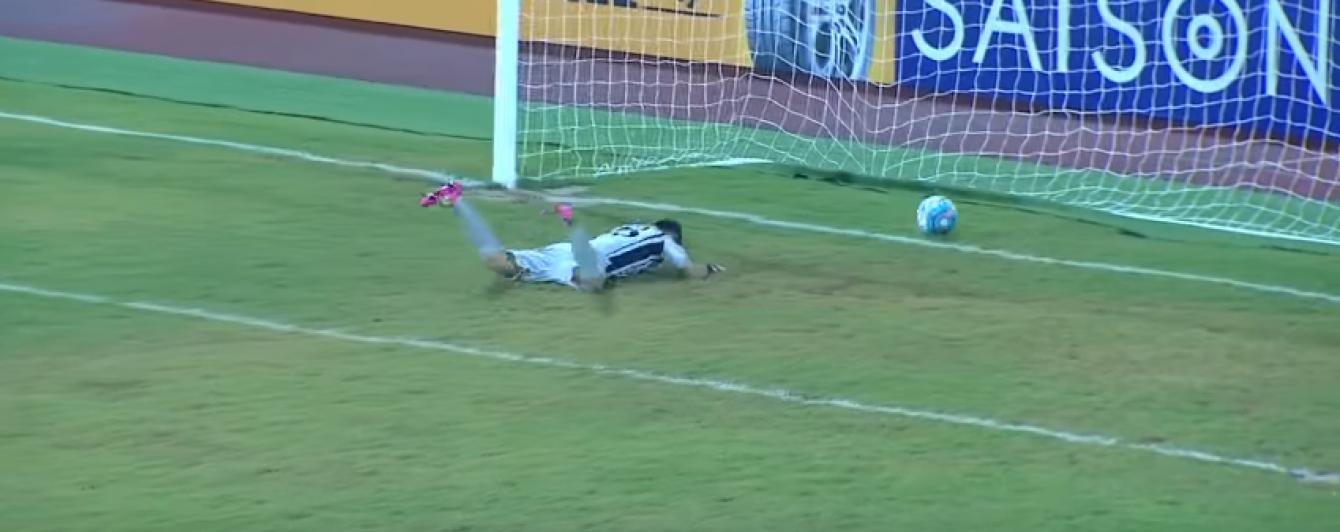 Театр воротаря. У юнацькому чемпіонаті Азії голкіпер пропустив курйозний гол від чужих воріт