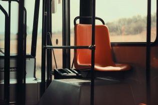 На Волині водій автобуса посеред ночі висадив неповнолітню дівчину-пільговика