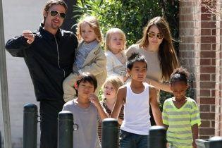 Стало відомо, з ким проживатимуть діти Джолі та Пітта