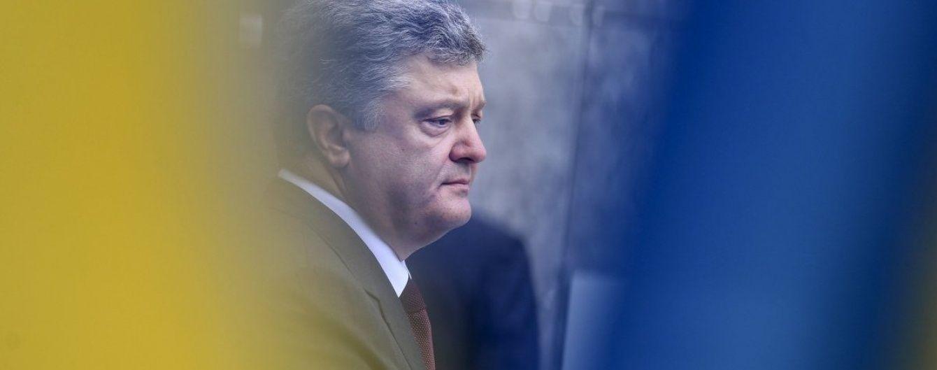 Порошенко розпочав візит на Харківщину з передачі військовим потужної техніки