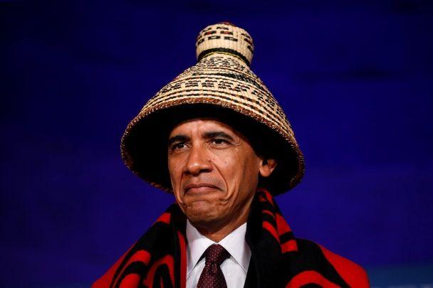 Самые яркие фото дня: Обама-индеец, награждение водителя-героя в Днепре