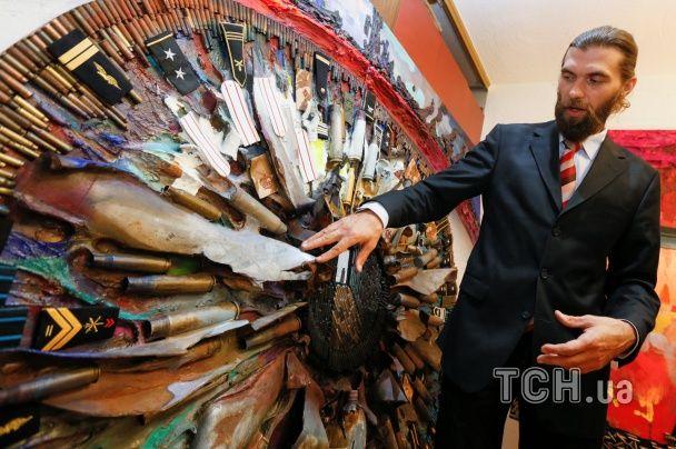 Автор портрета Путина из гильз представила новую выставку о войне на востоке Украины