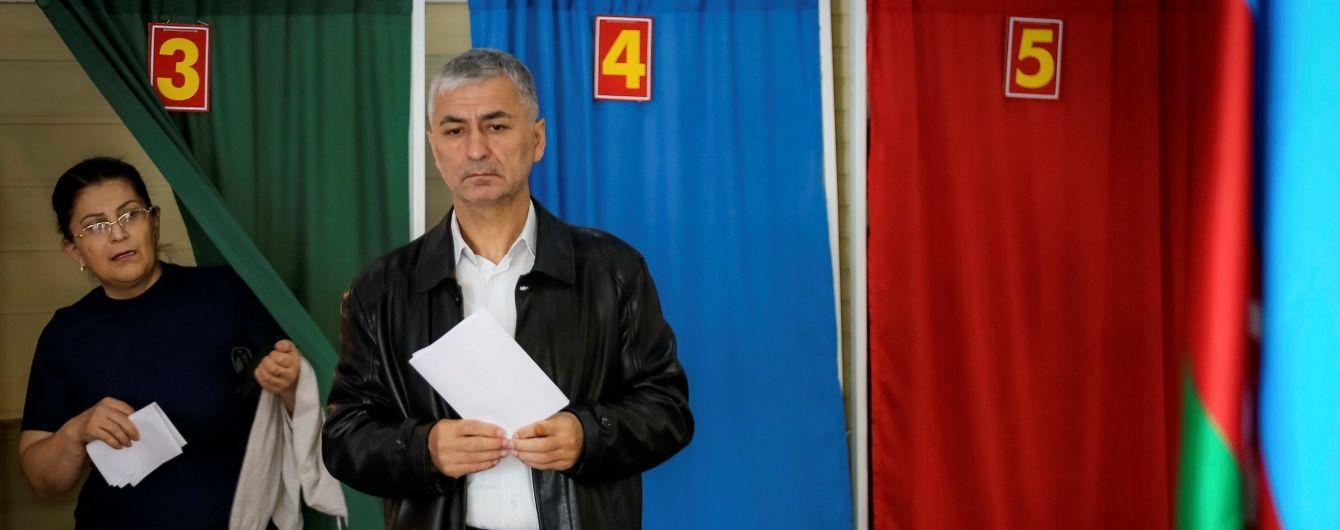 В Азербайджане президенту продлили срок полномочий и разрешили распускать парламент