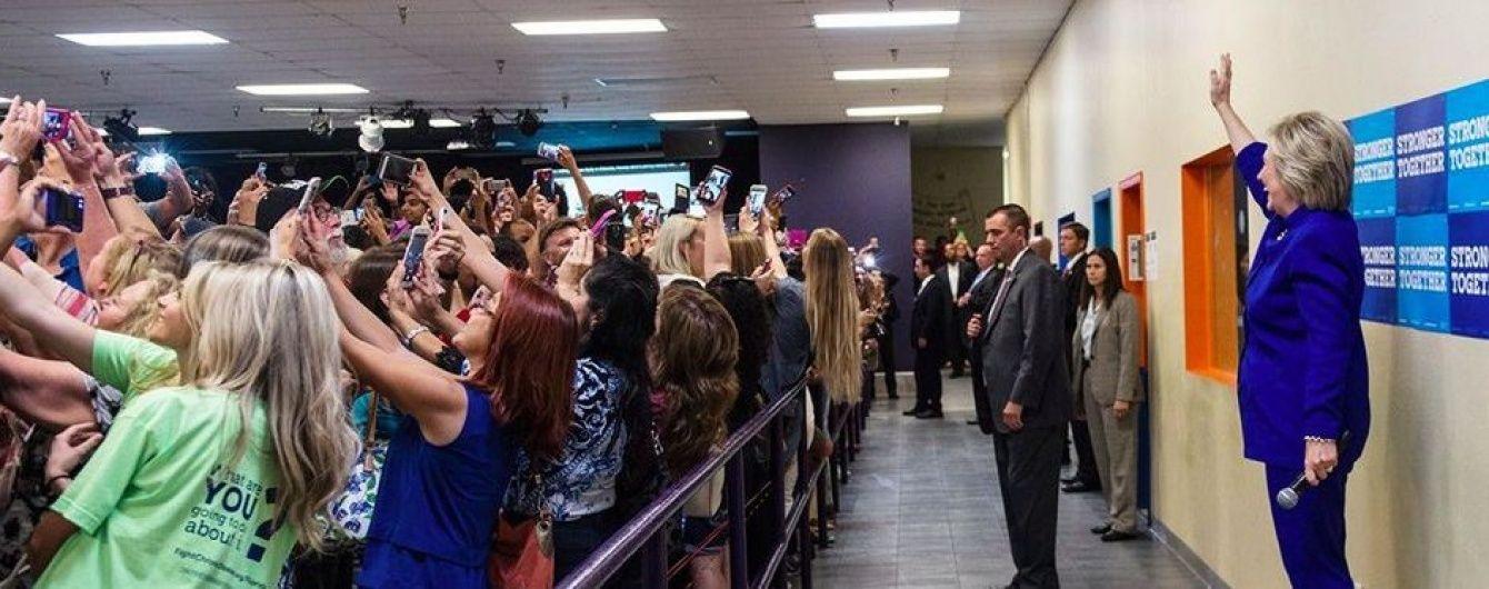 Фотограф розкрила таємницю масового селфі з Клінтон