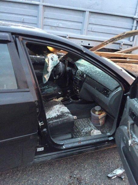 На Львівщині Chevrolet на швидкості влетів у бригаду комунальників, є жертви