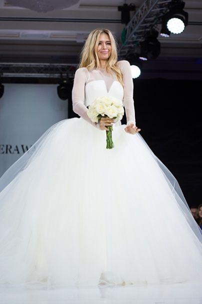 Вера Брежнева одела русских звезд в свадебные платья и устроила показ в Москве