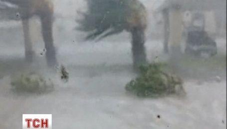 Тайфун в Таиланде повредил полицейский участок и торговый центр