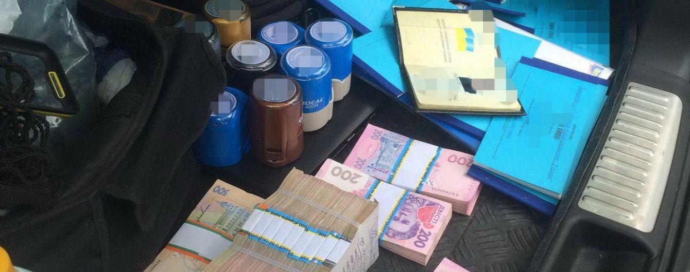 """У Києві """"накрили"""" конвертцентр із обігом у десятки мільйонів гривень"""
