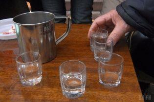 В Подмосковье 11 местных жителей отравились спиртом, трое людей погибли