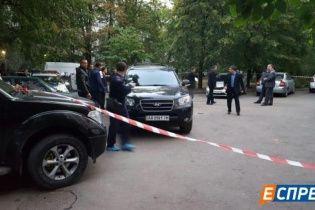 В Киеве на пороге дома застрелили мужчину
