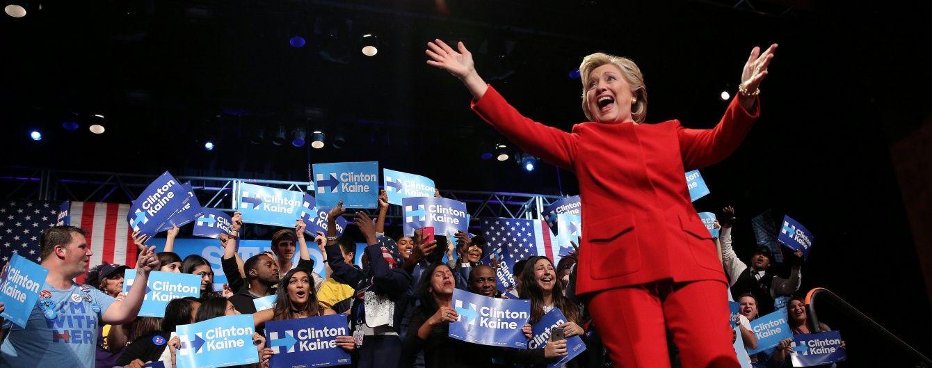 Поддержка Клинтон после дебатов с Трампом выросла - опрос Reuters