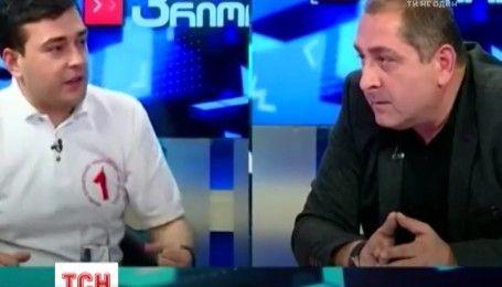 Метание стаканов и рукопашные аргументы: в Грузии состоялись местные парламентские дебаты